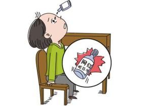 """眼科医生:日本网红眼药水,可能将你的角膜""""腐蚀""""成筛子!"""