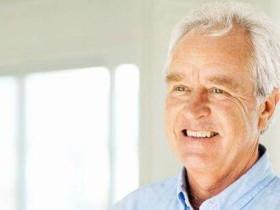 中老年人眼疾多发,要想眼睛不生病,得多补充它!