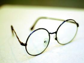 """央视实验:整天戴着眼镜,反而会让眼睛""""更累""""!"""
