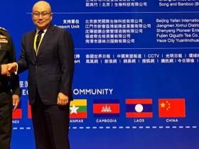 杜总随李克强总理出席东盟领导人会议,参加泰国皇室御用产品交接仪式